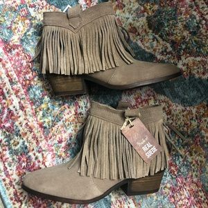 Fringe suede bootie size 8 NWT